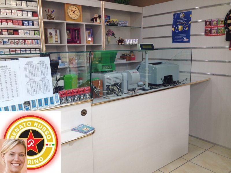 Produzione arredamenti per negozi compra in fabbrica for Arredamento tabaccheria prezzi